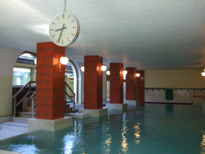 The swimming pool at Hotel Altein