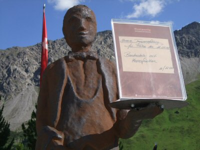 This statue of a waiter stands outside a restaurant in Arosa, Switzerland. It is not where we experienced the long wait.